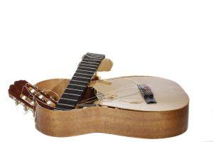 picture of broken guitar
